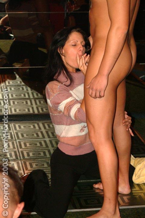 girls peeing in to bottles porn